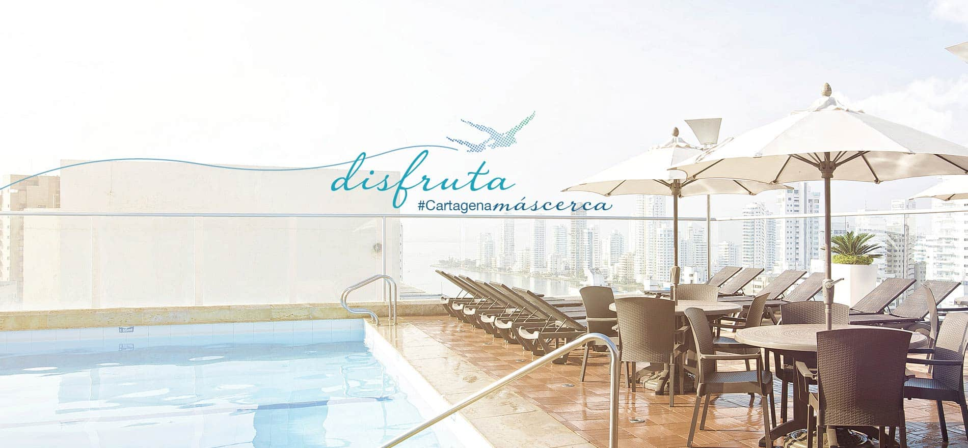 Piscina piso 21 Hotel Capilla del Mar